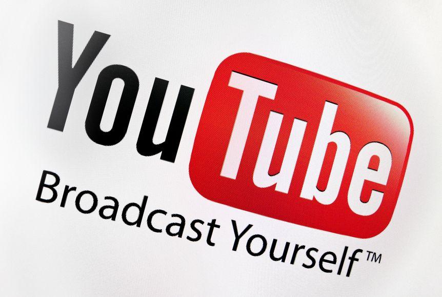 Per avere la visibilità su YouTube e far sì che i propri video siano in cima ai risultati delle ricerche, i fattori da ottimizzare sono molteplici e riguardano l'intero canale.
