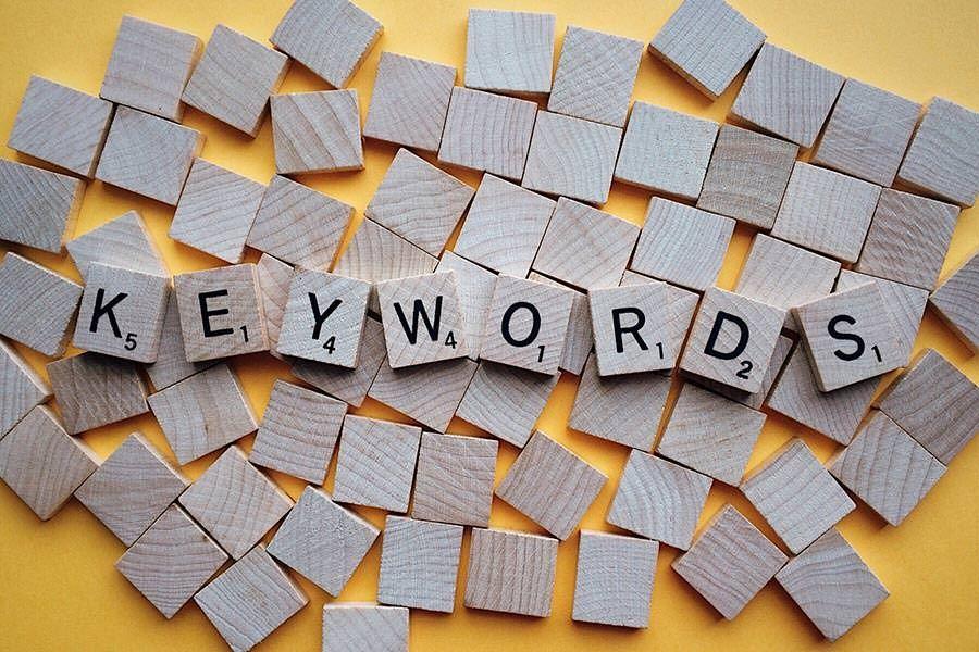 La cannibalizzazione dei contenuti si verifica quando più pagine di uno stesso sito web competono per la stessa, o più di una, parola chiave.