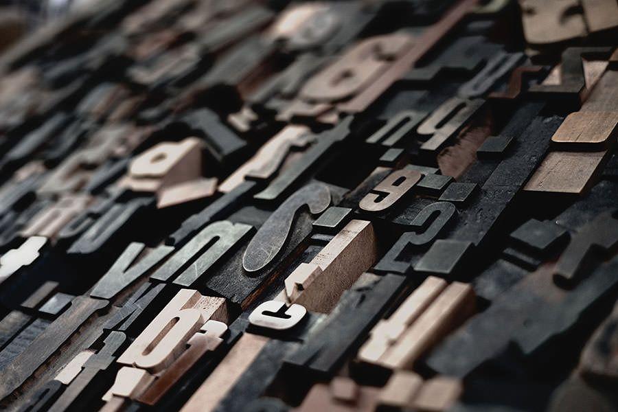 La Fast Typography accelera il processo di lettura aumentando la frequenza media di parole al minuto visualizzate sullo schermo.