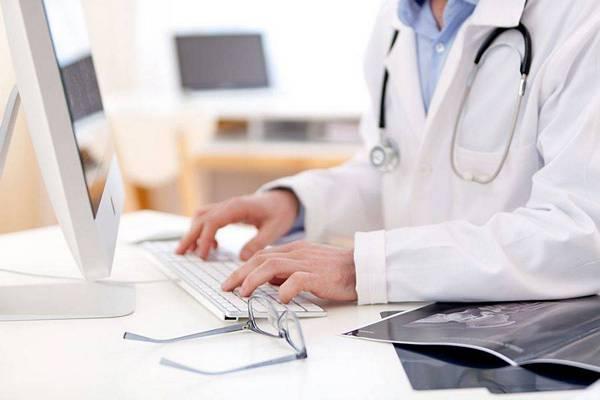Sempre più persone usano internet per trovare il medico